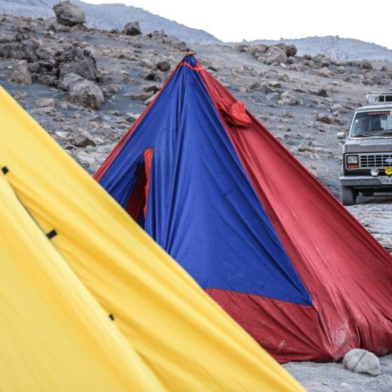Camp de base lors de l'ascension du volcan Ubinas